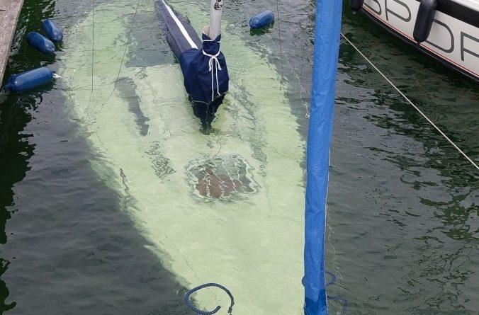 """Segelboot """"Unter Wasser"""""""
